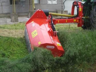Мулчер с хидравлично рамо за трева и клони до Ø 8-10 см (50-110 к.с.)  модел GIRAFFA